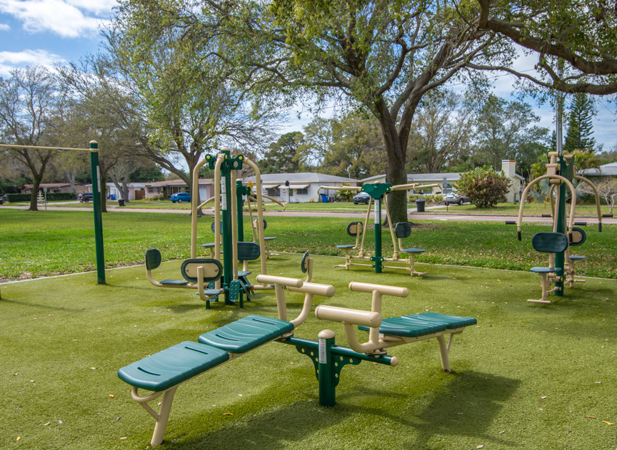 Azalea Park Exercise Zone equipment